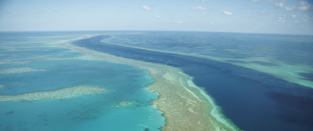 Australia to build superhighway for EVs beside Great Barrier Reef