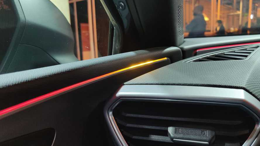 New SEAT Leon Integrates Blind Spot Warning In The Ambient Lighting