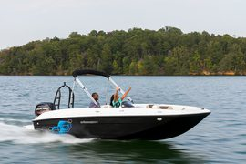 2020' Bayliner E6 MY 2021
